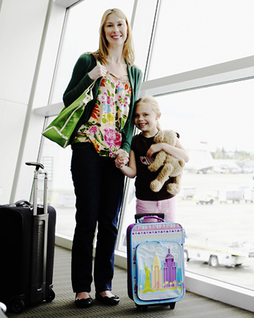 Mother and daughter at airport | Sheknows.ca