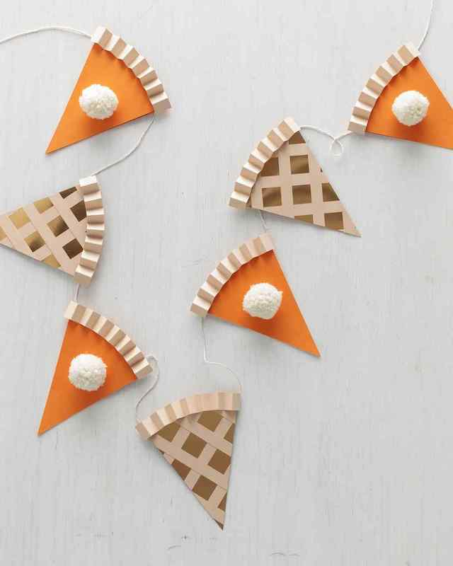 Fall Thanksgiving crafts for kids: pumpkin pie garland