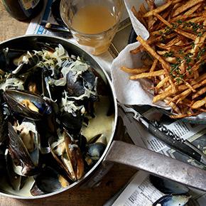 la buena vida mussels and fries