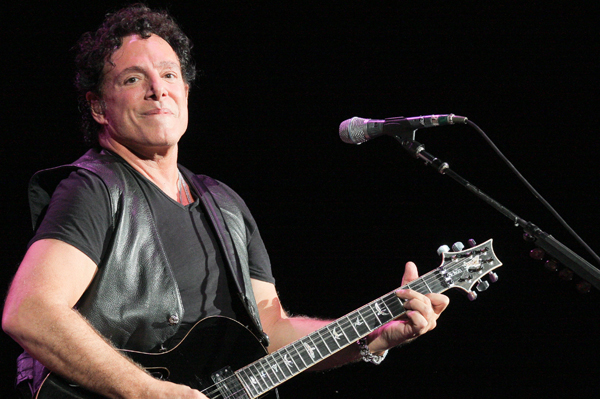 Neal Schon proposes to Michaele Salahi onstage