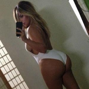 Kim Kardashian: Celeb swimsuit, side boob