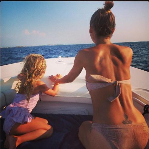 Nicole Richie bikini picture and daughter