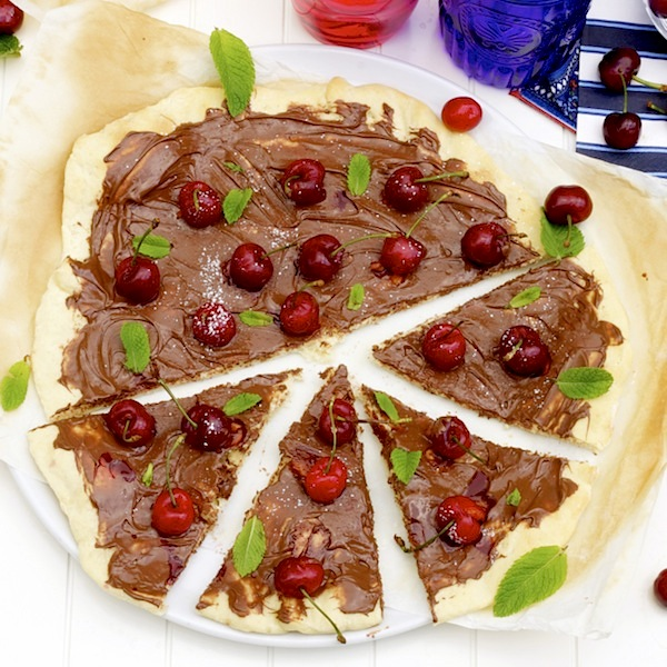 nutella cherry pizza