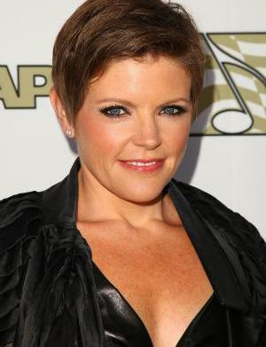 Natalie Maines still not apologizing about