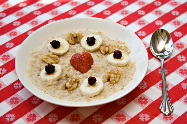 Oatmeal with bananas and nuts