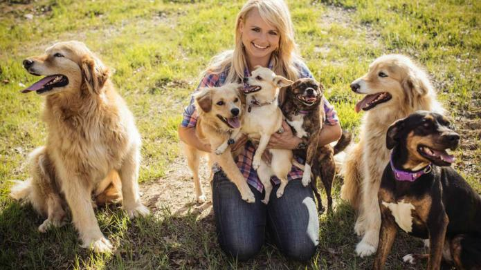 "INTERVIEW: How Miranda Lambert's ""crazy dog"