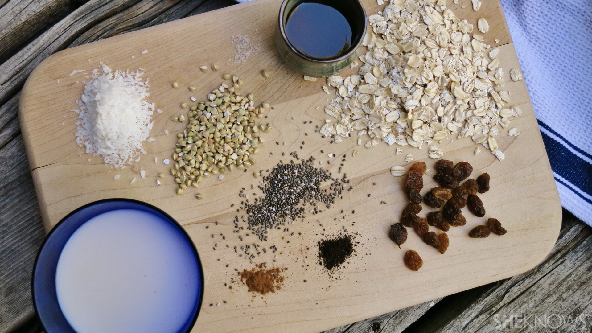 Oatmeal raisin cookie dough overnight oats | Sheknows.ca - Ingredients