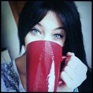 Paris Jackson shows off her blue eyes.
