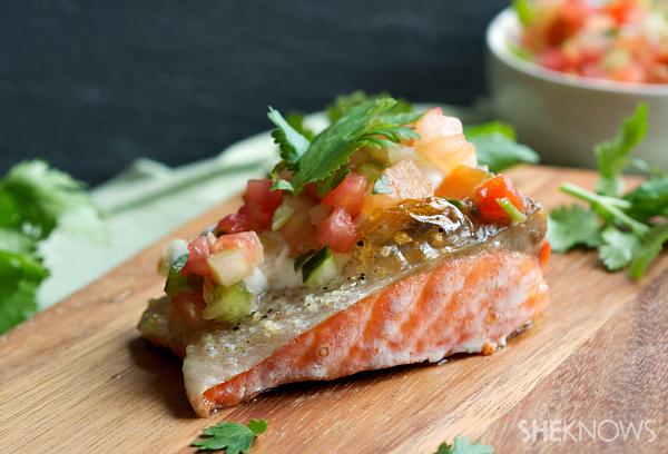 Grilled salmon with pico de gallo