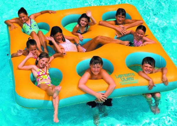ToySplash inflatable pool island