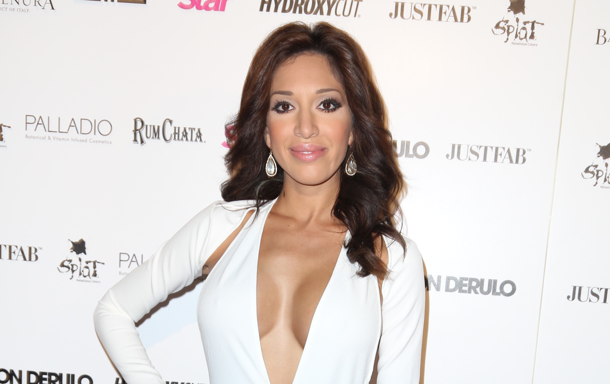 Teen Moms Farrah Abraham Thinks She Can Learn Surgery By Merely