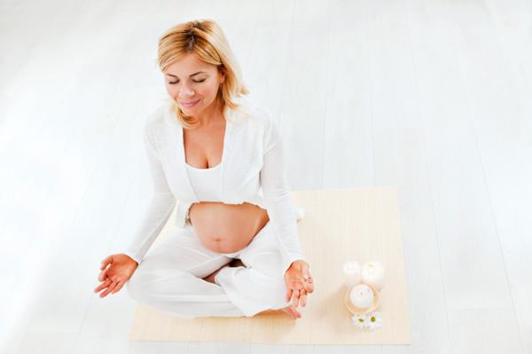pregant woman meditating
