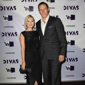 Elisha Cuthbert marries hockey star Dion