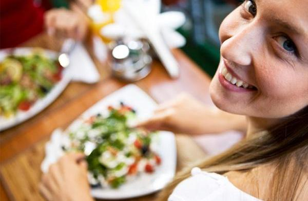 12 Tips to eating out healthfully