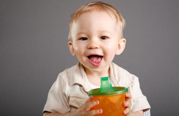 Weaning baby from bottle to cup