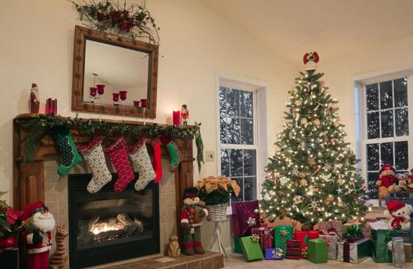 Going green with your holiday decorating