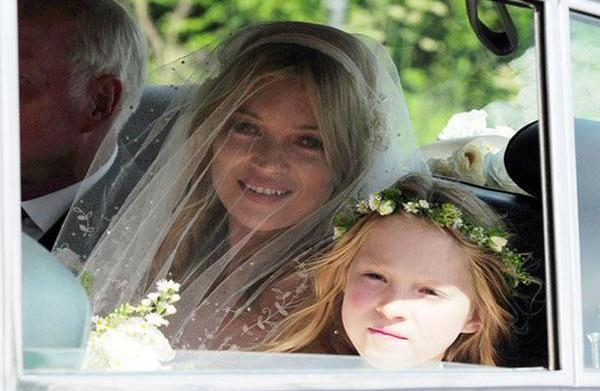 See Kate Moss' gorgeous wedding dress