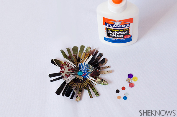 Recycled flwoer magnets | Sheknows.com - add flower center