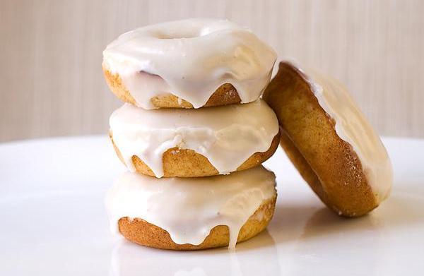 Baked eggnog doughnuts with eggnog rum