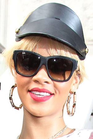 Why does Rihanna hate being single?