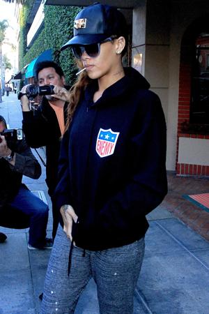 Rihanna pregnancy rumors persist