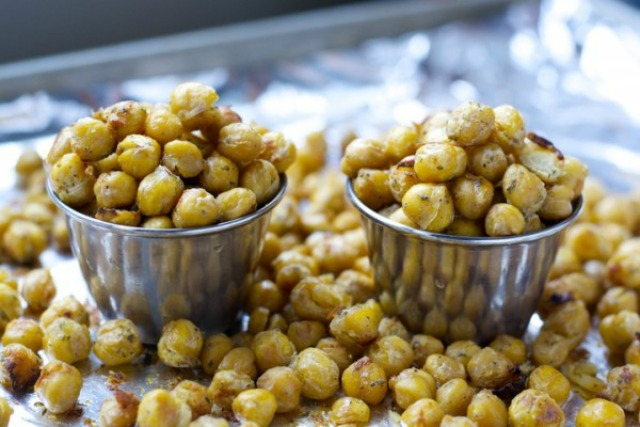 Ranch roasted chickpeas for a low calorie snack