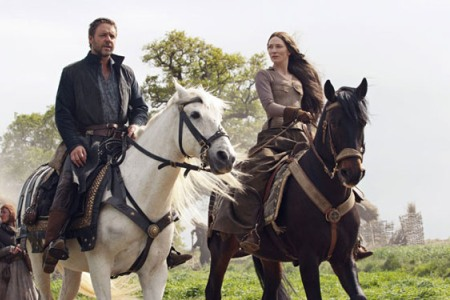 Russell Crowe as Robin Hood and Cate Blanchett as Maid Marian