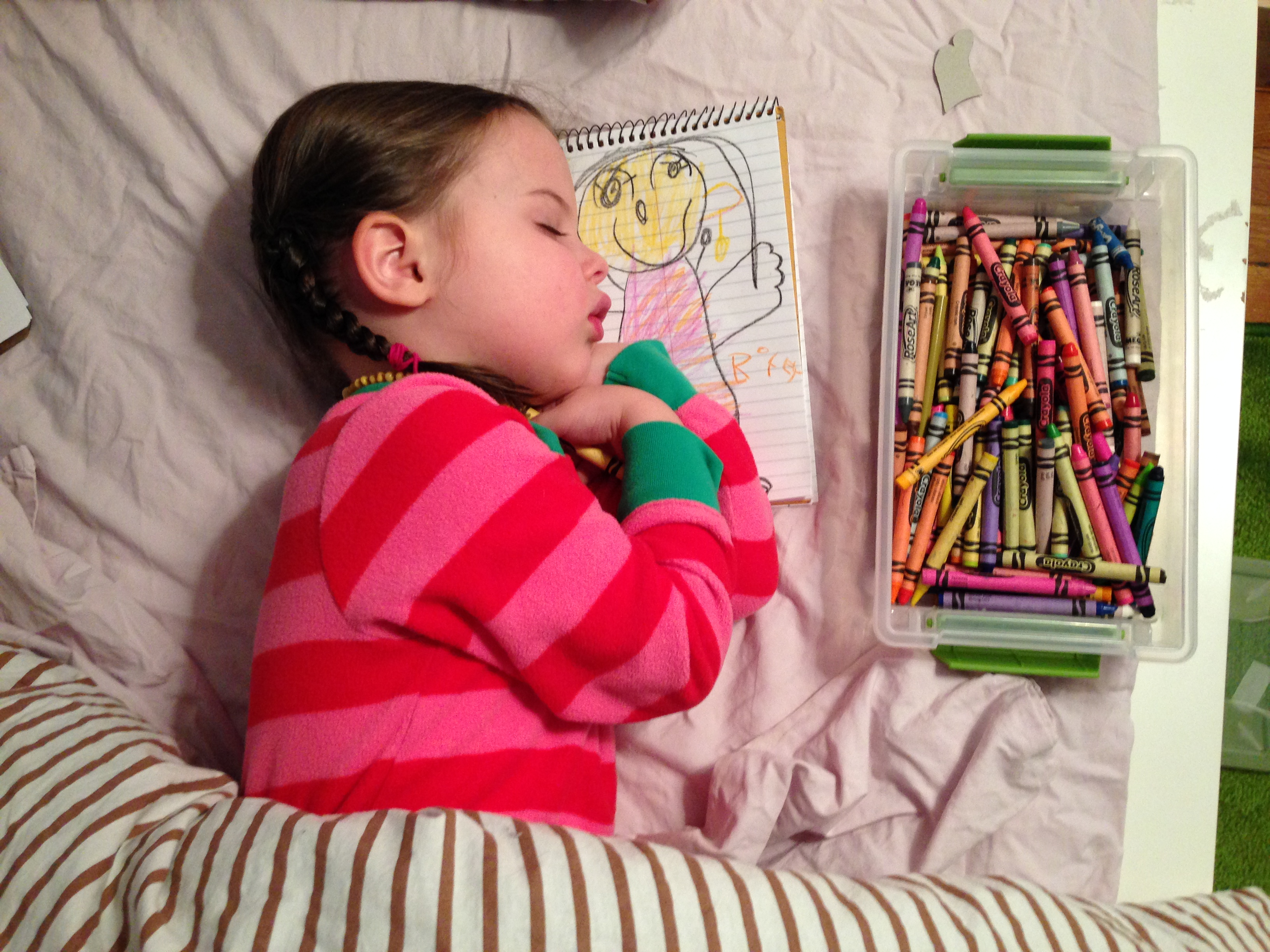 Roozle draws herself to sleep 01