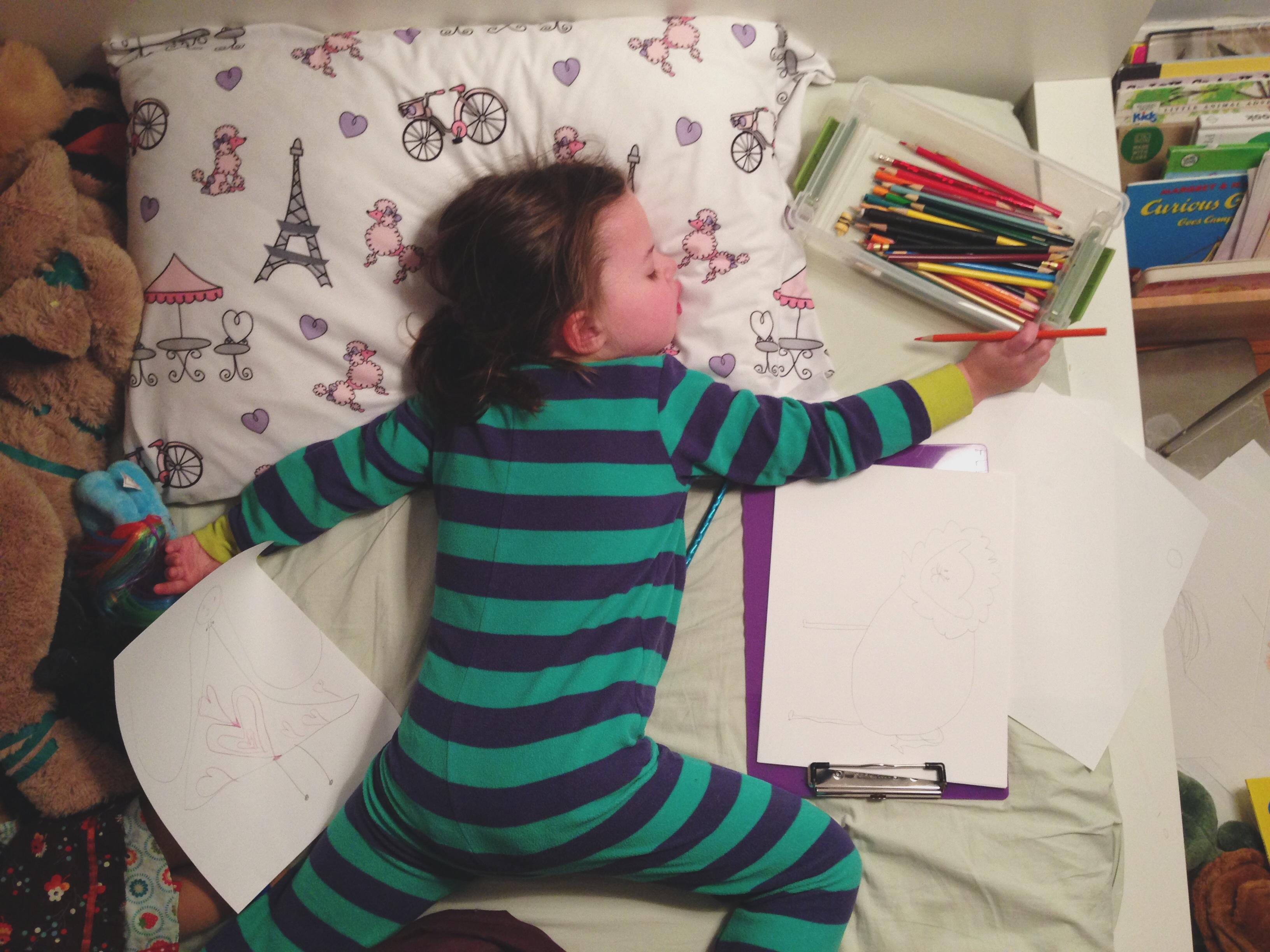 Roozle draws herself to sleep 04