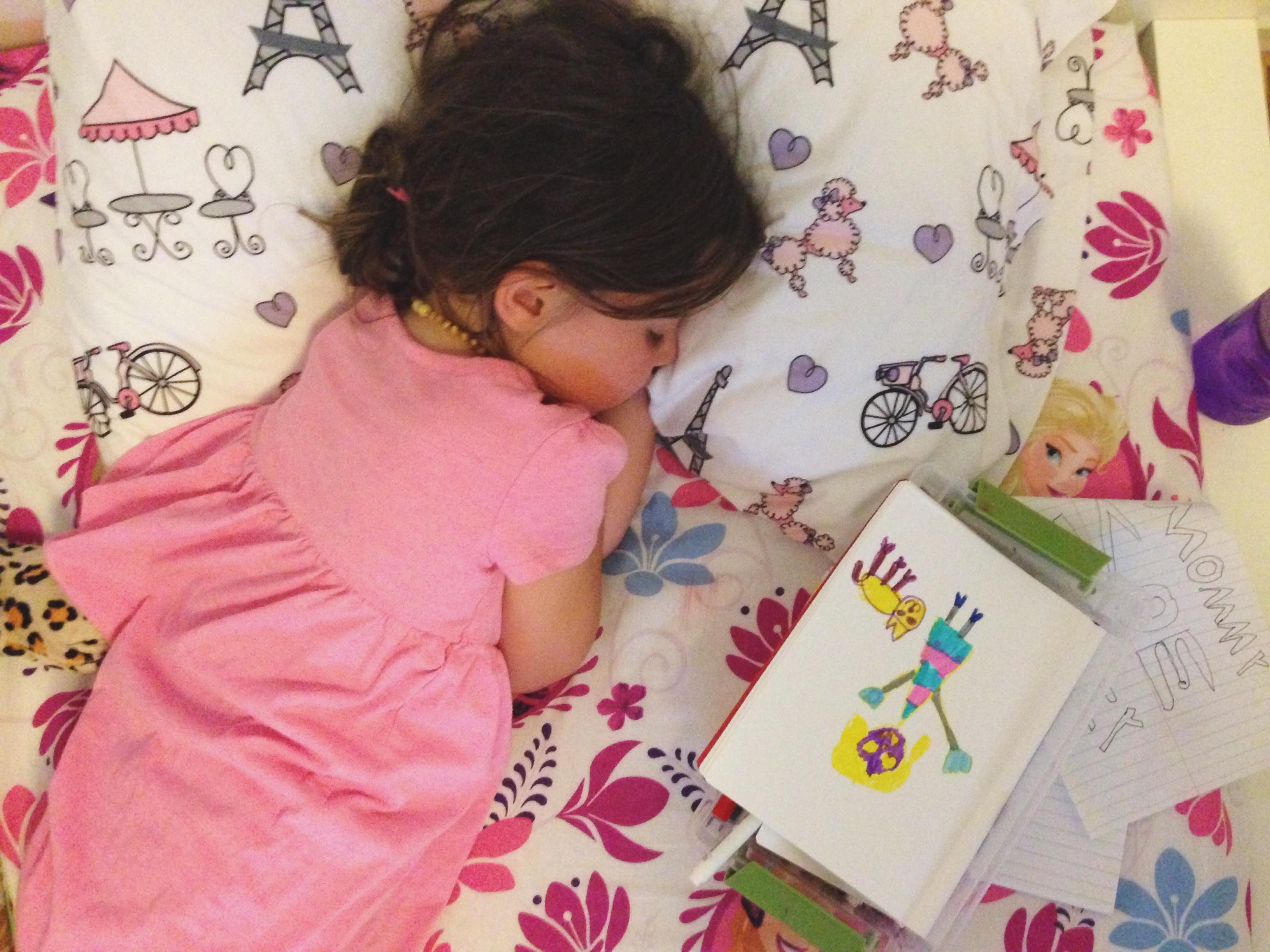 Roozle draws herself to sleep 11