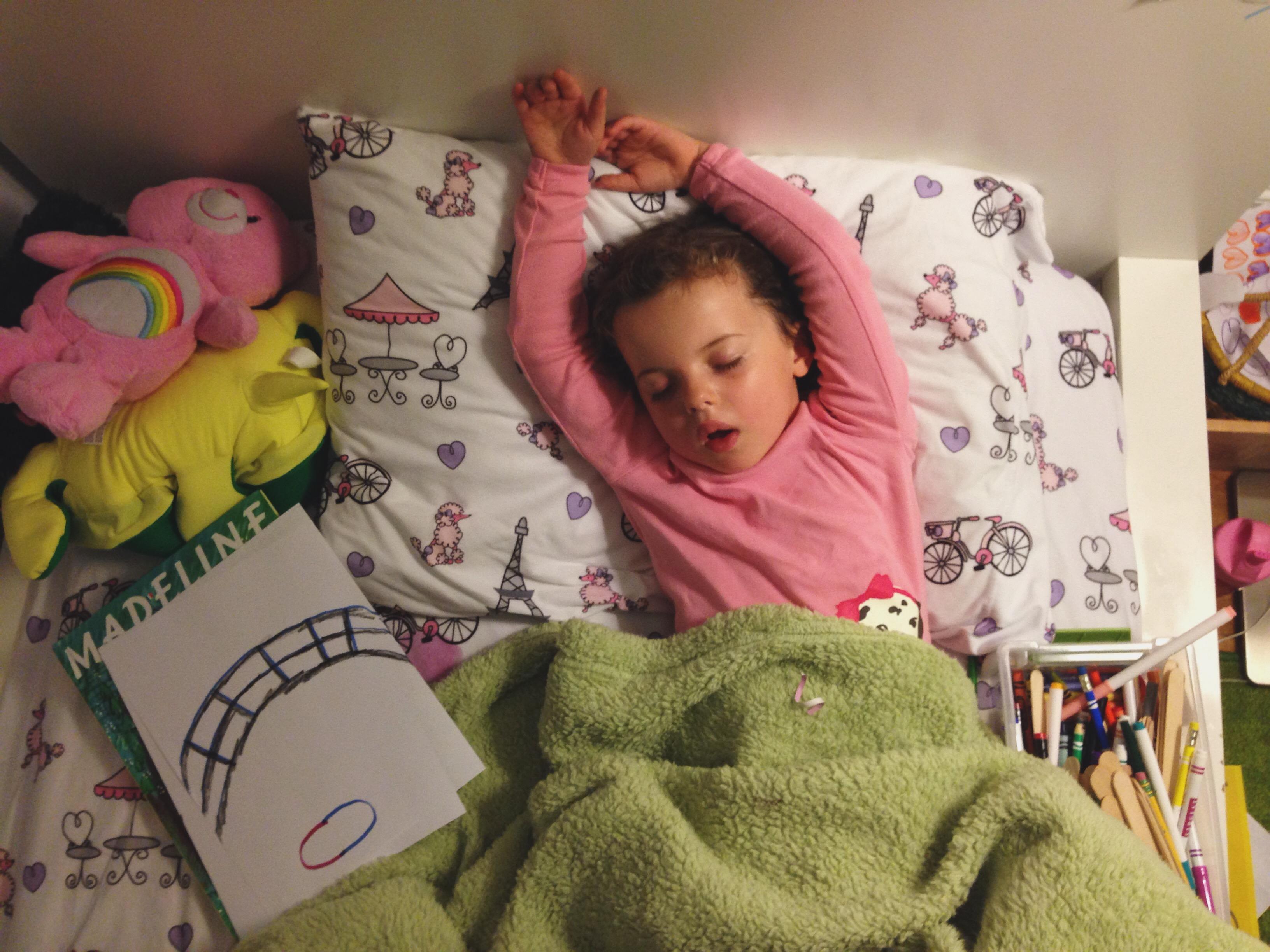 Roozle draws herself to sleep 14