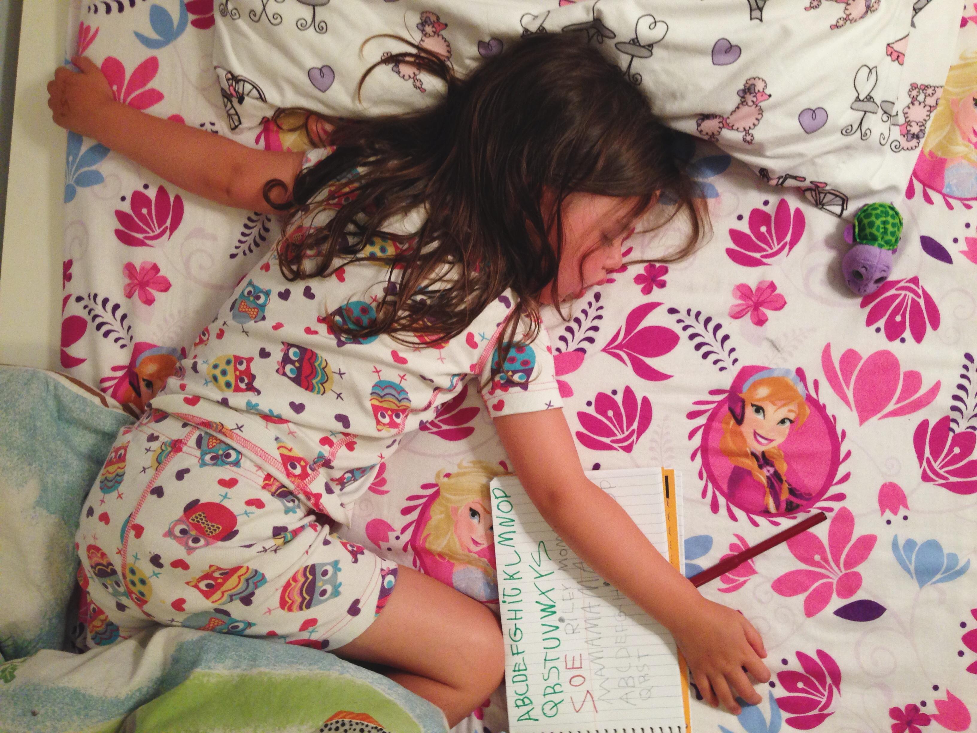 Roozle draws herself to sleep 16