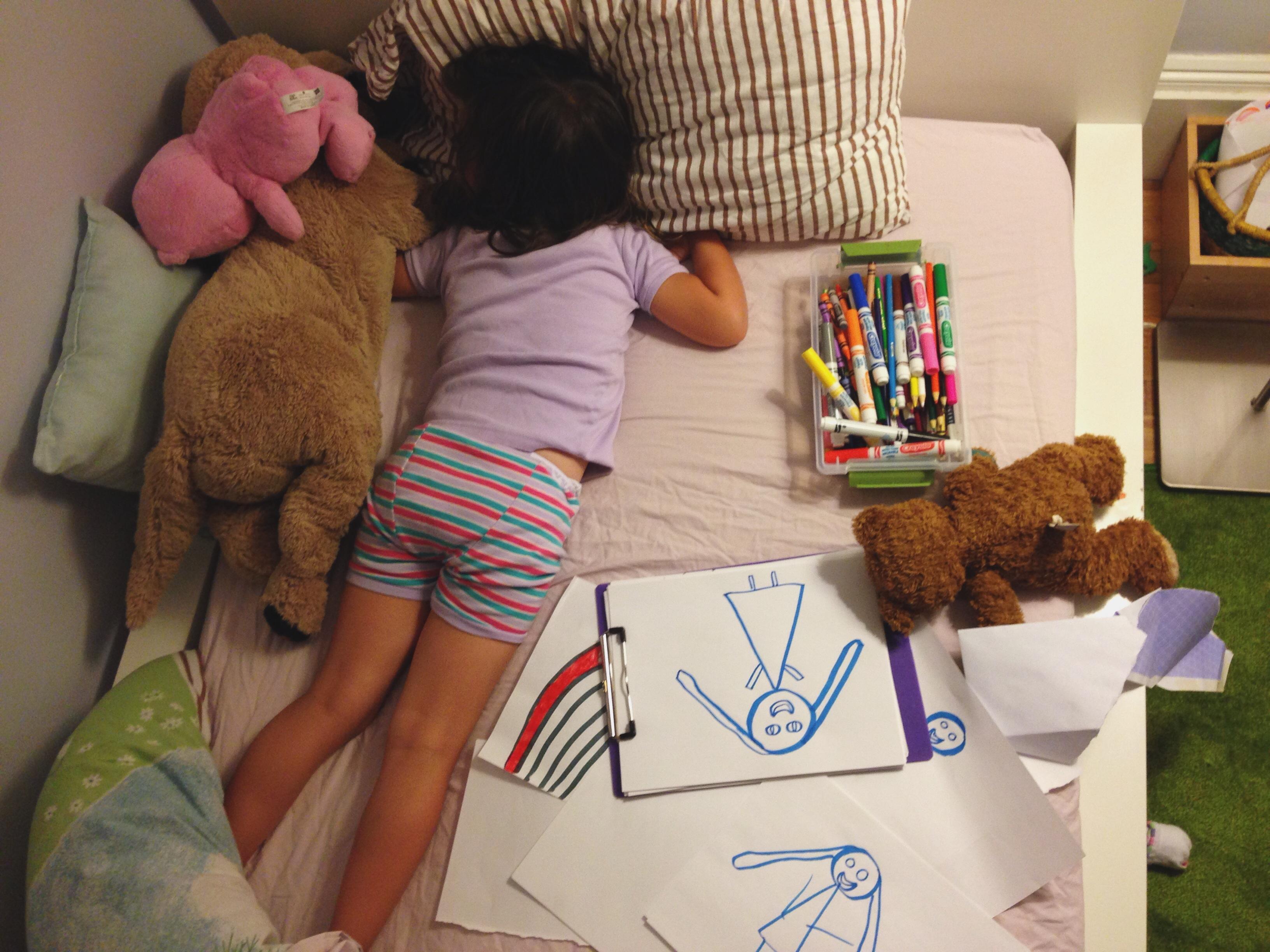 Roozle draws herself to sleep 18