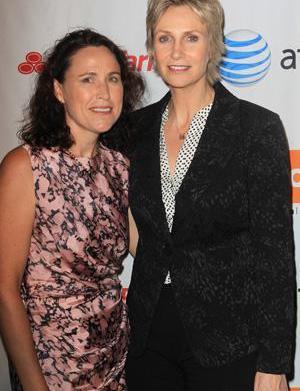 Jane Lynch battles nasty divorce, ex