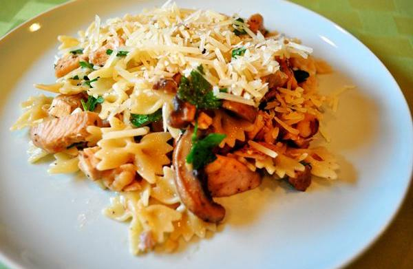 Tonight's Dinner: Mushroom & chicken farfalle