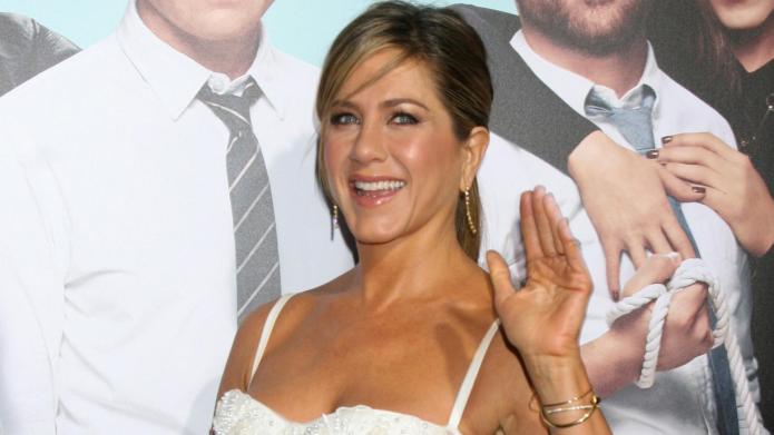 Watch Lisa Kudrow and Jennifer Aniston