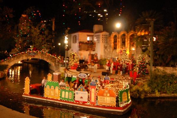 Riverwalk San Antonio Christmas.Holiday River Parade And Lighting Ceremony In San Antonio