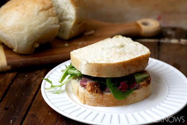 Pork belly sandwiches with tangy lemon & onion viniagrette
