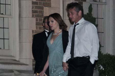 Sean Penn and Scarlett Johansson caught in PDA