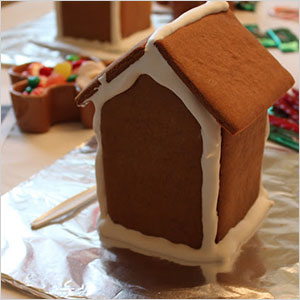 Set the table for the gingerbread house | Sheknows.com