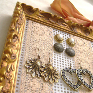 Picture frame jewelry display organizer
