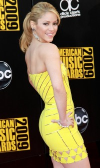 Shakira dazzles at the AMAs