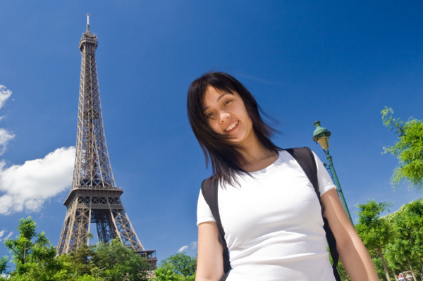 Single woman on vacation in Paris