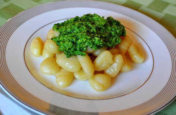 Tonight's Dinner: Pea pesto over gnocchi