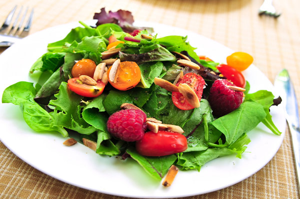 Healthy spinach and berry salad.