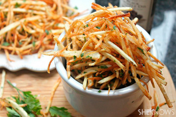 Shoestring fries with black truffel oil, sea salt and parsley | Sheknows.com