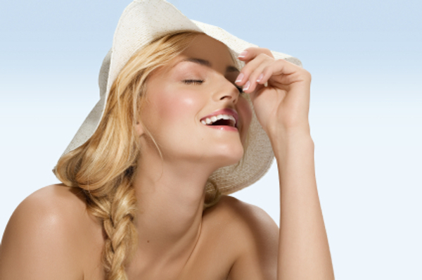 Blonde woman with hat