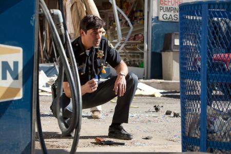 Kyle Chandler stars in Super 8