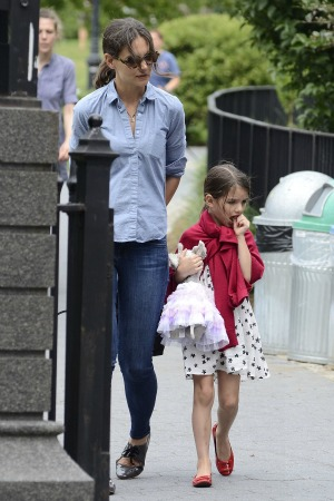 Suri Cruise called brat by photographer