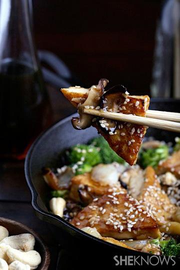 Sweet and sticky cashew tofu|
